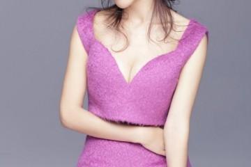 39岁的杨蓉太佛系穿裸色紧身裙气质冷艳大秀s型身段曲线